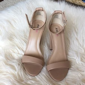 Nude high hill sandals